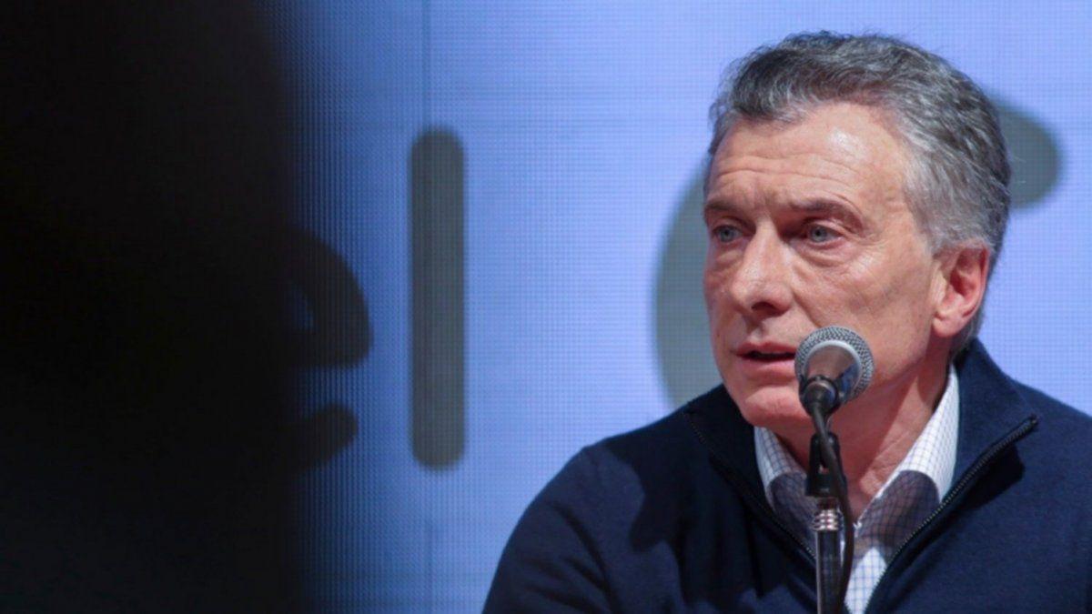 Macri reapareció desde Suiza para contestarle a Alberto Fernández