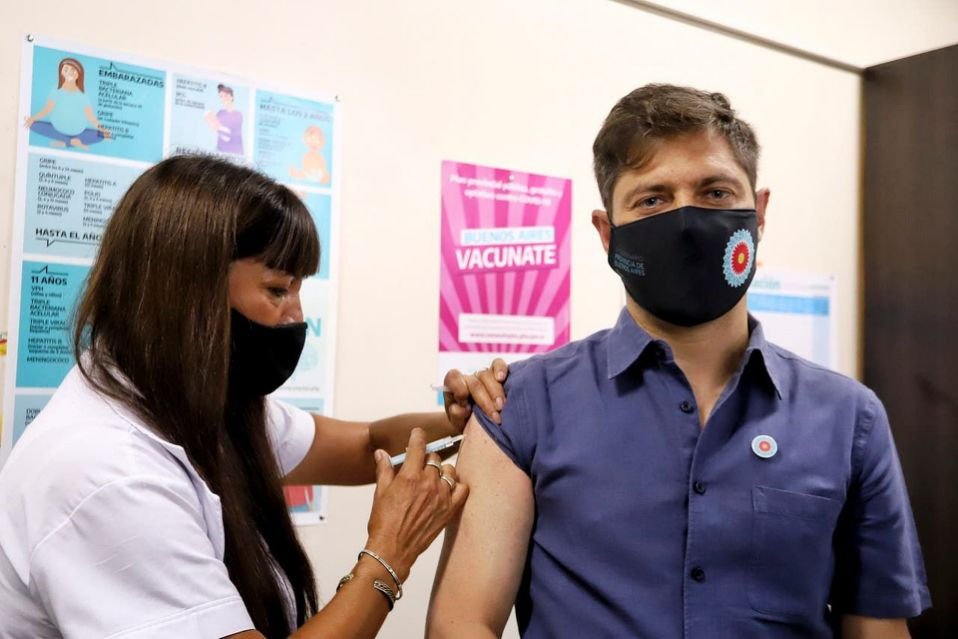 La bochornosa tapa de Clarín sobre Beatriz Sarlo y las vacunas VIP para atacar a Kicillof