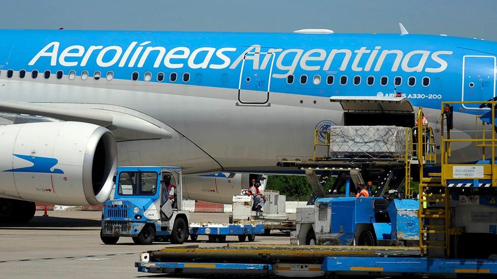 Un vuelo de Aerolíneas Argentinas viaja a Rusia en busca de 400 mil vacunas