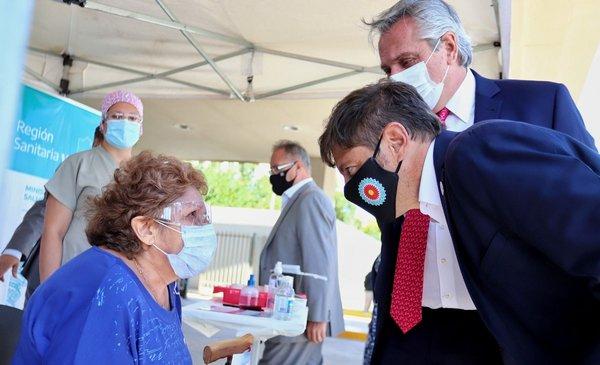 Axel Kicillof y Alberto Fernández celebraron haber superado el millón de vacunados