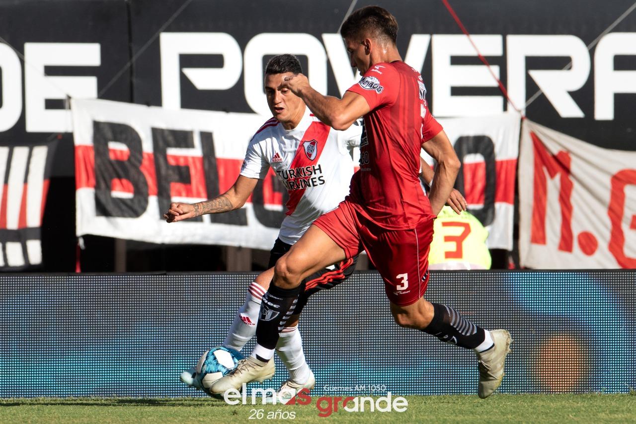 River, con uno menos, derrotó 2 a 0 a Central Córdoba y es más puntero que nunca