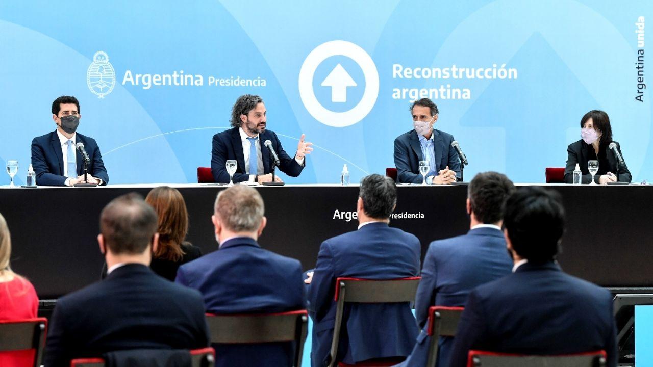 El Gobierno lanzó un nuevo programa para obras públicas y Wado de Pedro chicaneó al macrismo