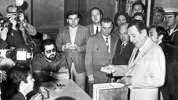 23 de Septiembre de 1973, Juan Domingo Perón gana las elecciones por tercera vez.