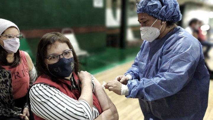 Buenos Aires: hoy comienza la vacuna libre para segunda dosis a mayores de 50 años