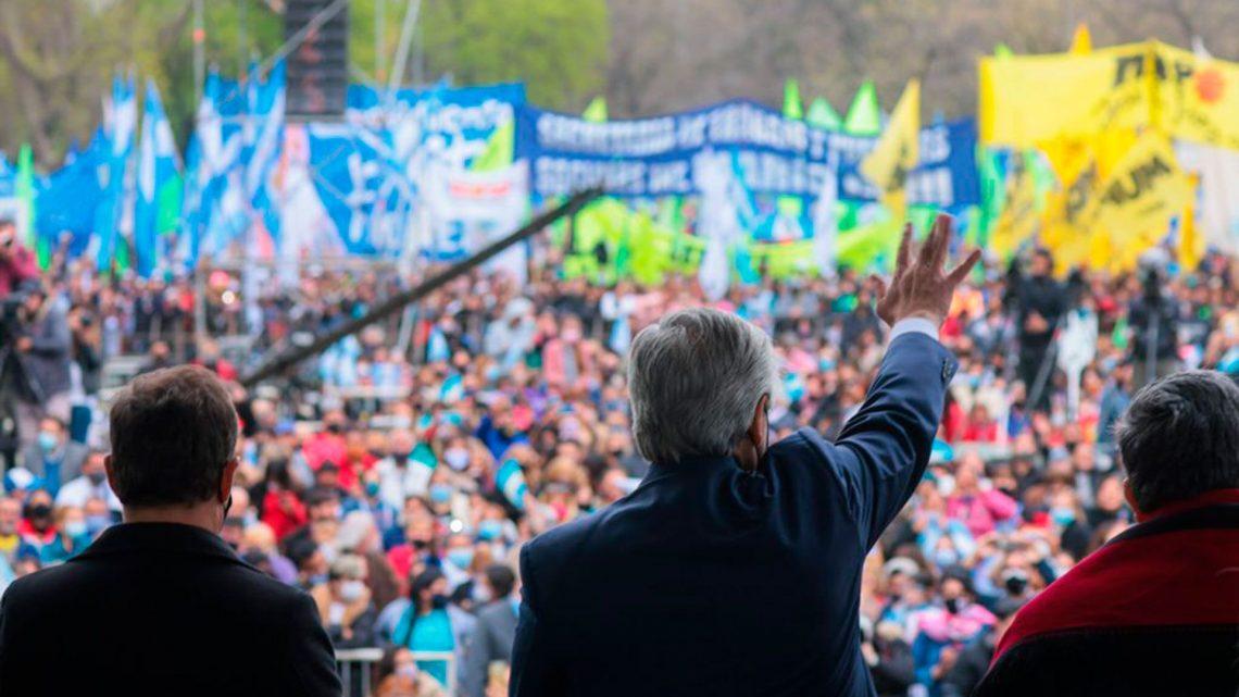 Alberto encabeza el acto de los movimientos sociales en modo unidad